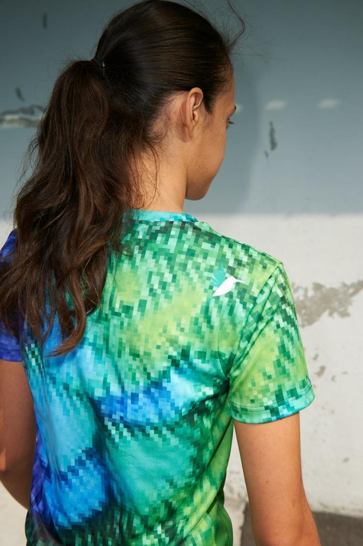 Maillot Suzanne - Pixel Bleu & Vert - Football Femme - Vue de dos détail colibri
