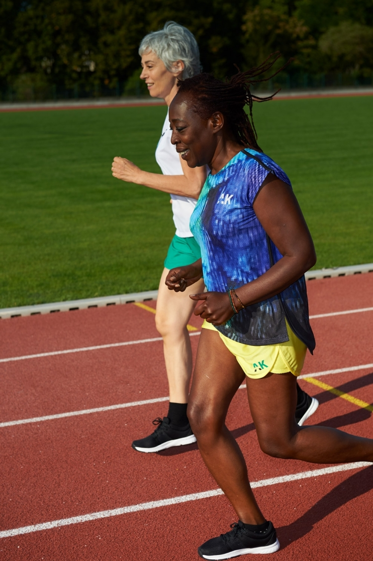 Chasuble Alice - Pixel Bleu & Vert - Football Femme - Vue de côté course à pied