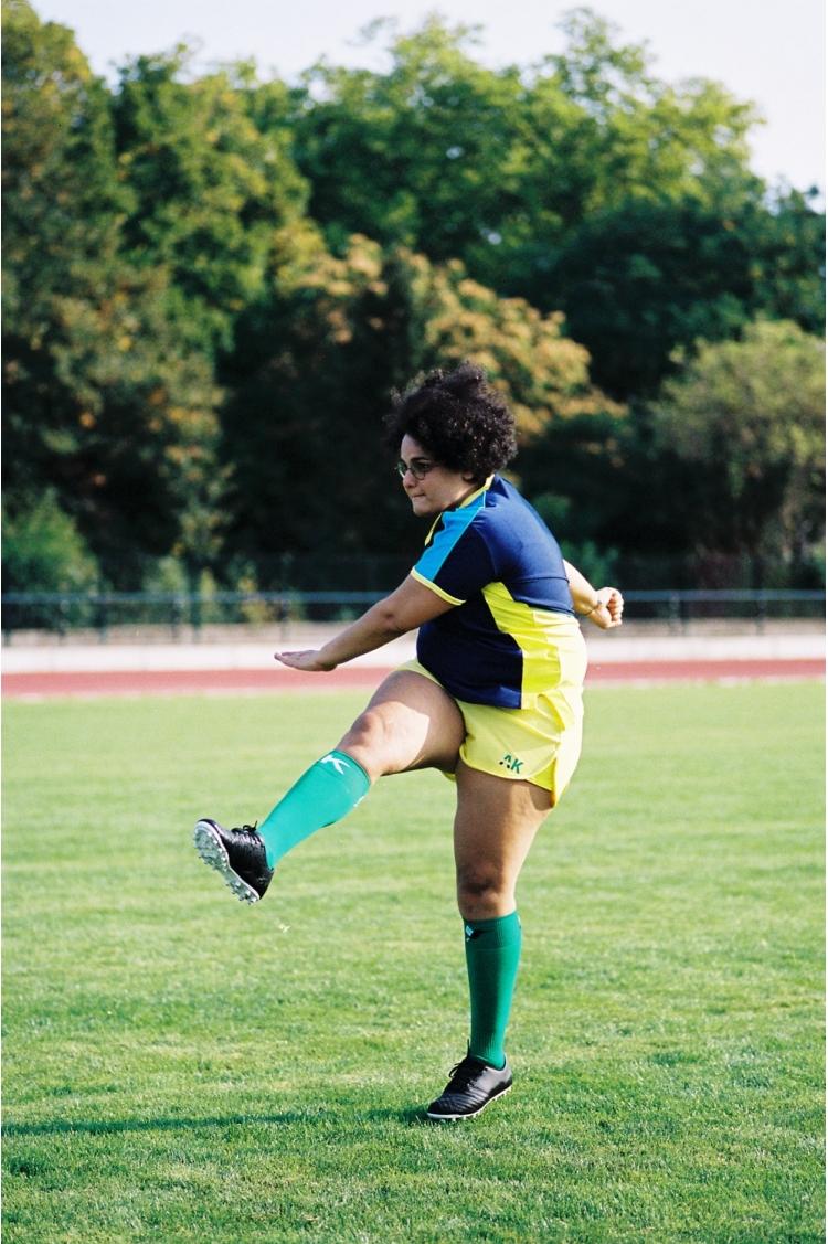 Maillot Honeyball Bleu Scuro - Football Femme - vue éloignée tir au but